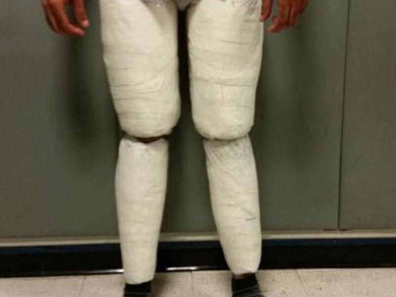 Ce au descoperit agentii de securitate ai aeroportului JFK din New York in pantalonii unui barbat. Valoarea se ridica la peste 200.000 euro