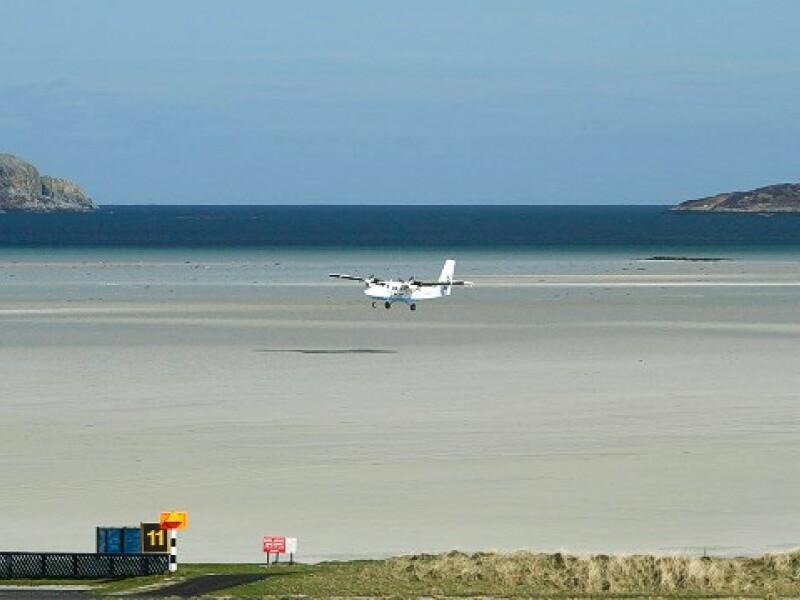 Aeroportul Internaţional Barra, din Outer Hebrides, în Scoţia