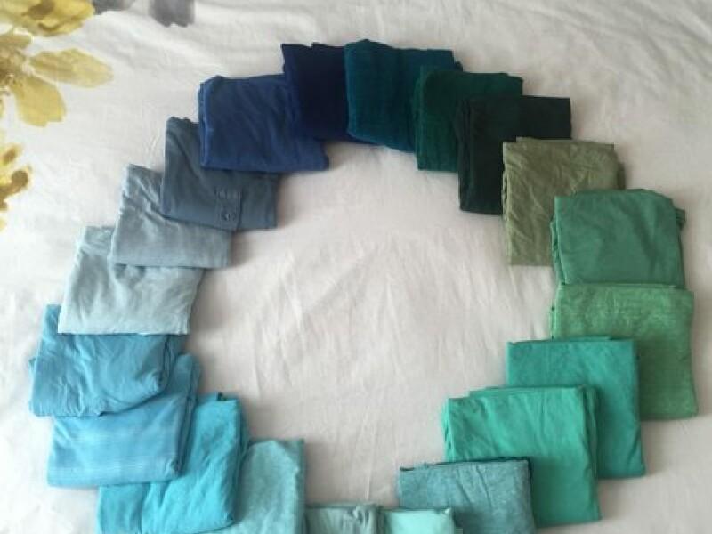 Iubita i-a spus ca toate camasile lui sunt de aceeasi culoare. Cum i-a dovedit un barbat ca se ineala