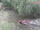 A ieșit cu câinele la plimbare, dar a căzut cu el în Someș. Cum și-a salvat viața