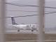 Reacțiile pasagerilor ținuți 2 ore în avion, după ce o stewardesă a fost băgată în carantină, la Cluj