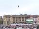 Tânărul care a zburat în picioare, cu o puşcă în mână. Cum stătea la 150 de metri înălțime