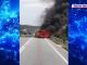 O mașină a ars ca o torță pe un drum din Gorj. Ce a pățit șoferul