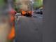 """O mașină a luat foc în mers și a ars ca o torță, în București. """"Nu mai are ce să-i facă"""""""