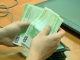Un bărbat dat în urmărire pentru furt a oferit 12.000 euro mită unui polițist care l-oprit pentru un control de rutină