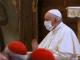 Papa Francisc a purtat pentru prima dată mască la o slujbă. Motivul pentru care și-a scos-o la un moment dat