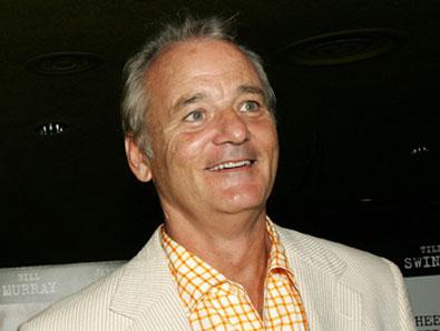 Internetul nu se poate decide asupra unei fotografii din 2012. Cine este in poza: Bill Murray sau Tom Hanks?