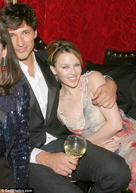 Kylie Minogue pe Twitter: