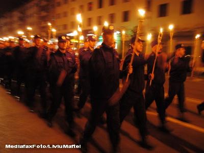 Jandarmii au facut senzatie in Bucuresti, cu torte si artificii