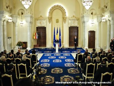 Si ei vor sa fie presedintii Romaniei: un tehnician electronist, o pensionara si o profesoara de la Partidul Romania FLOARE