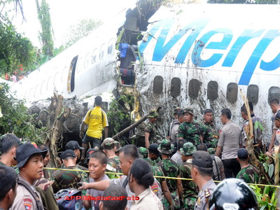 Inca un avion prabusit, in Indonezia! Din fericire, nimeni nu a murit