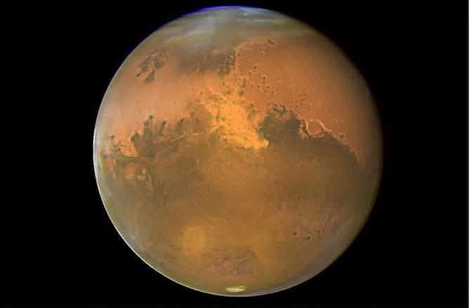 Doi astronauti au pus piciorul pe Marte. VIDEO