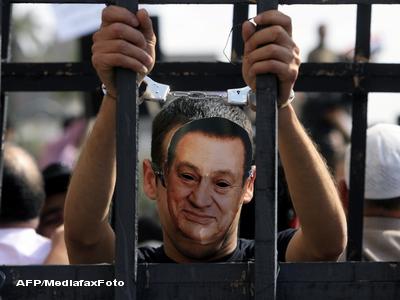 Dictatorul Hosni Mubarak si cei doi fii sai au ajuns in detentie