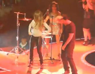 Penelope Cruz si Javier Bardem au facut show la concertul lui Prince. VIDEO