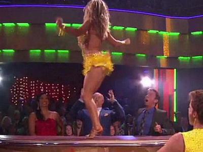 Iepurasul Kendra Wilkinson, show pe masa juriului la Dancing with the Stars