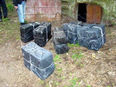 15.000 de pachete de tigari, descoperite intr-un cimitir