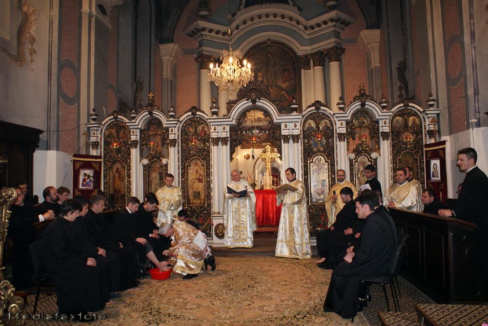 700.000 de romano-catolici celebreaza Joia Mare. 200 de preoti au primit impartasania in Capitala