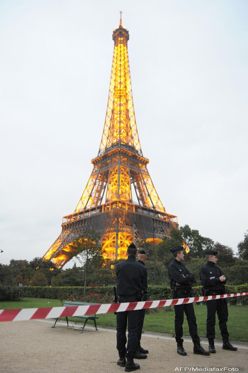 Un ascensor al Turnului Eiffel s-a prabusit in gol