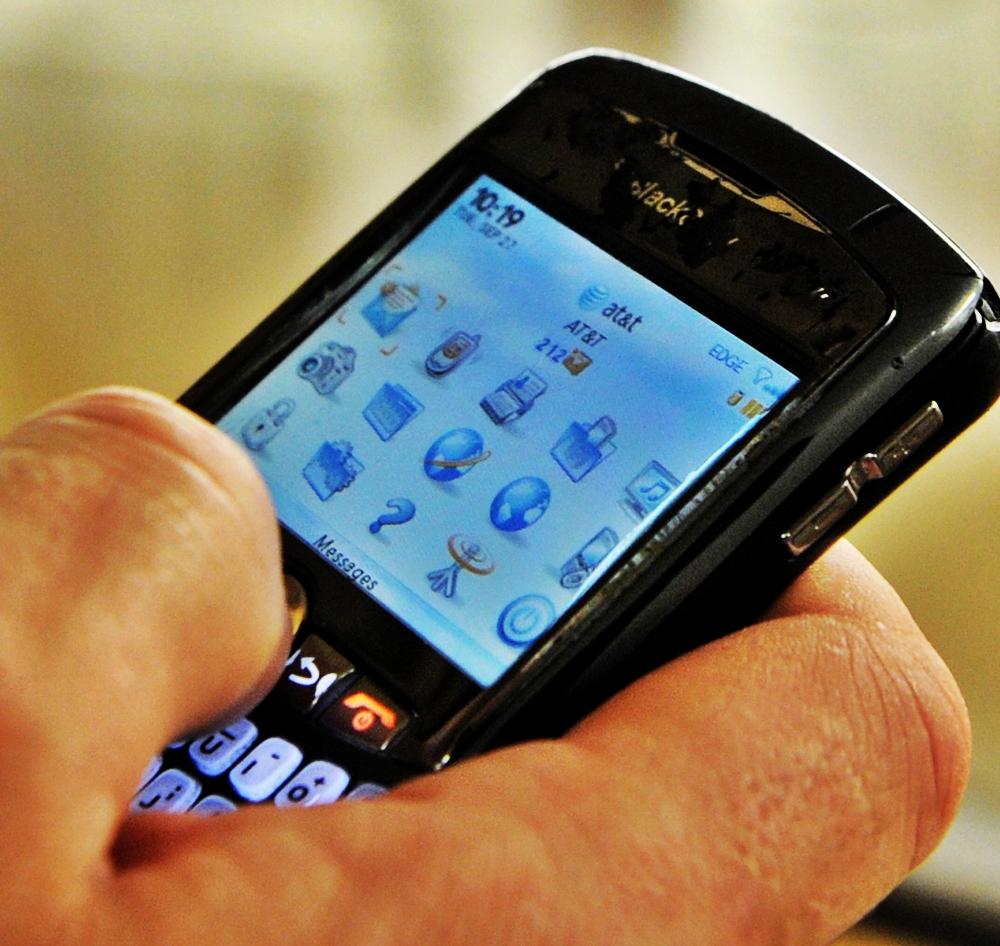 Noile tarife de roaming in tarile UE. Convorbirile si accesul la internet, pana la de 6 ori mai mici
