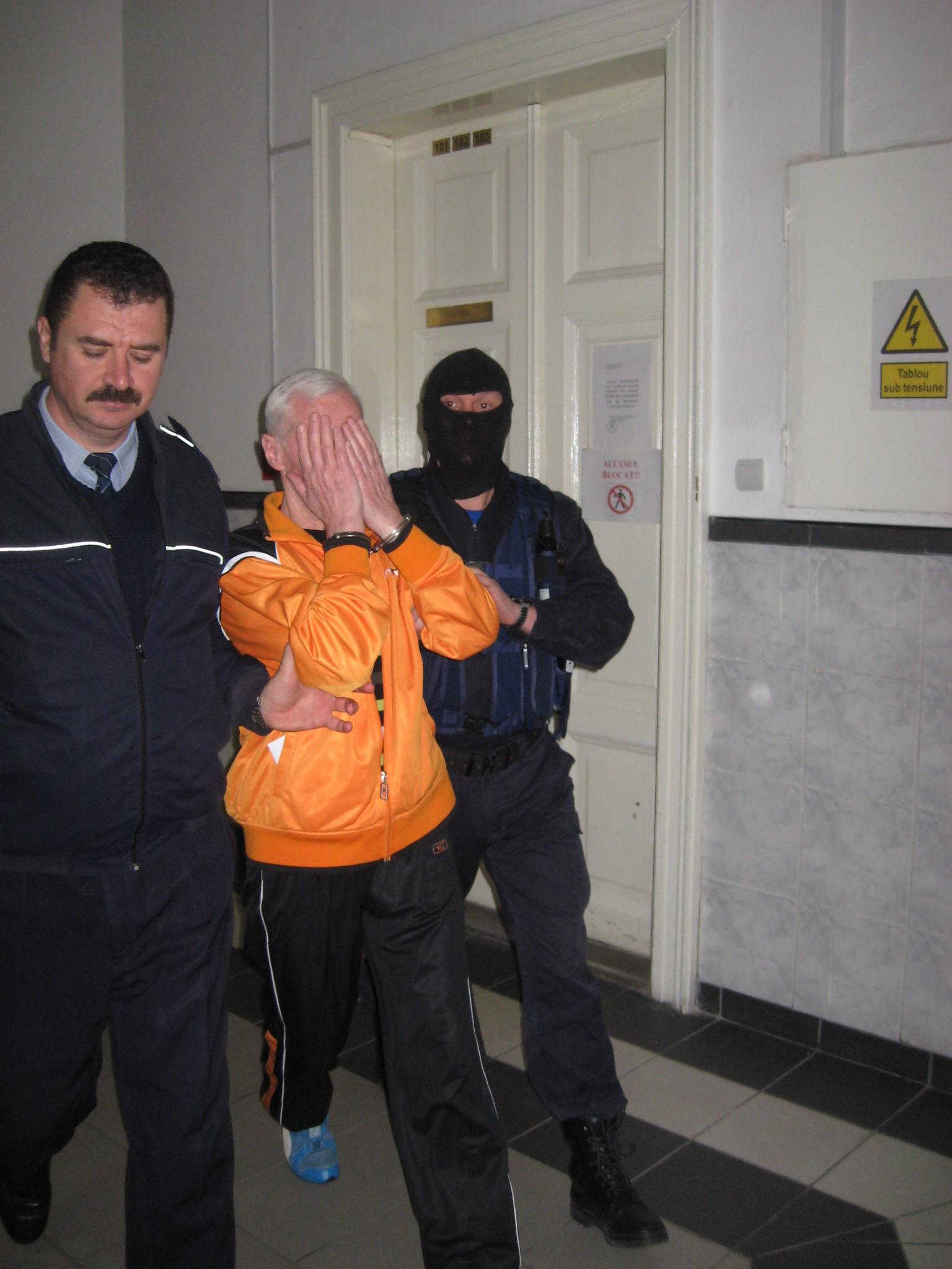 Judecata lui Toma. Un aradean condamnat pentru trei asasinate mai recunoaste doua crime oribile