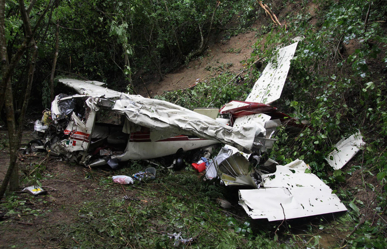 Un avion s-a prabusit in Golful Mexicului. Pilotul parea sa fie in stare de inconstienta in zbor