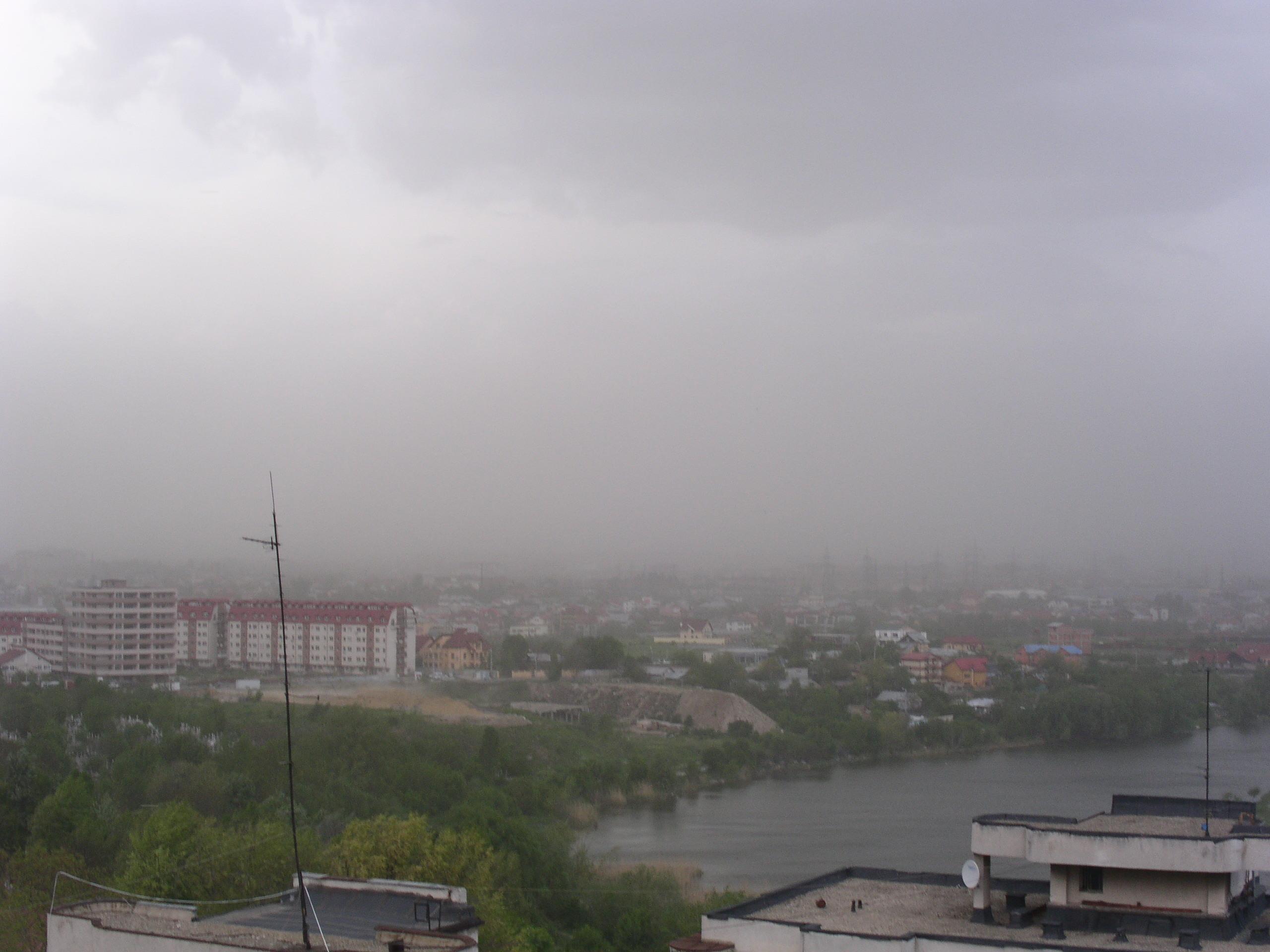Atentionare meteo de furtuni pentru 13 judete ale Romaniei, incepand de astazi, de la ora 15.00