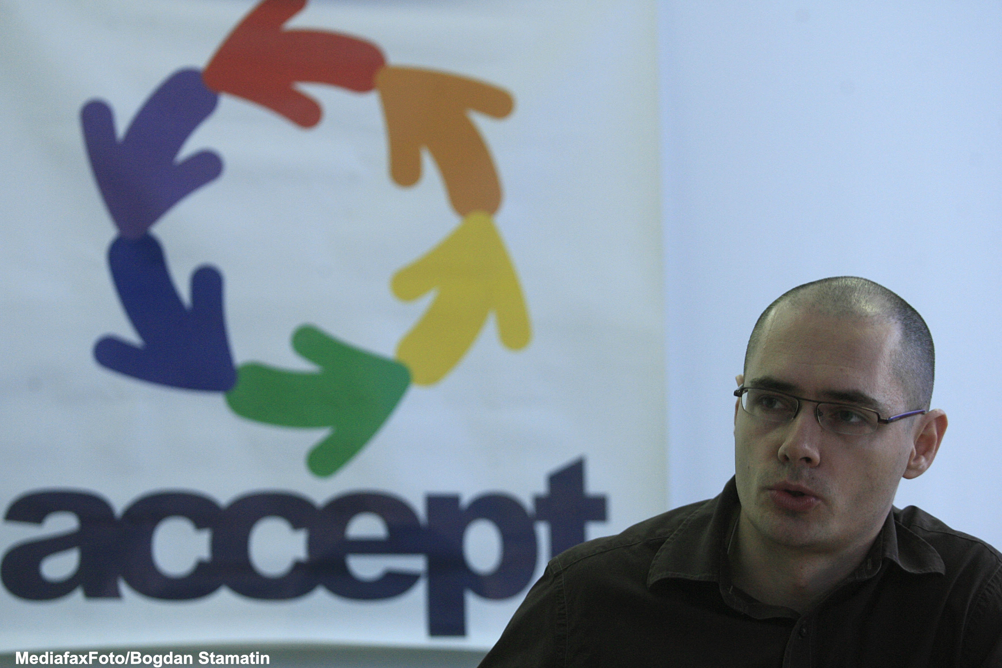 Asociatia Accept cere CNCD si PNL sanctionarea declaratiilor publice homofobe ale lui Puiu Hasotti