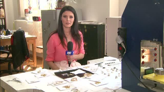 Falsuri grosolane vandute drept bijuterii. Mii de romani au dat bani grei pe ipsos, plumb si nisip