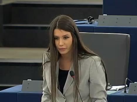 Elena Basescu este in concediu post-natal. Va primi, ca europarlamentar, o indemnizatie de 6200 euro