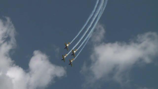 Vremea buna i-a urcat si pe piloti in avioane. Primele acrobatii ale Aeroclubului Romaniei din 2013