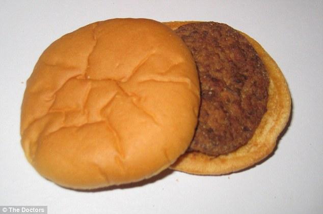 Experimentul bizar al unui american. Cum arata acest hamburger 14 ani mai tarziu. FOTO