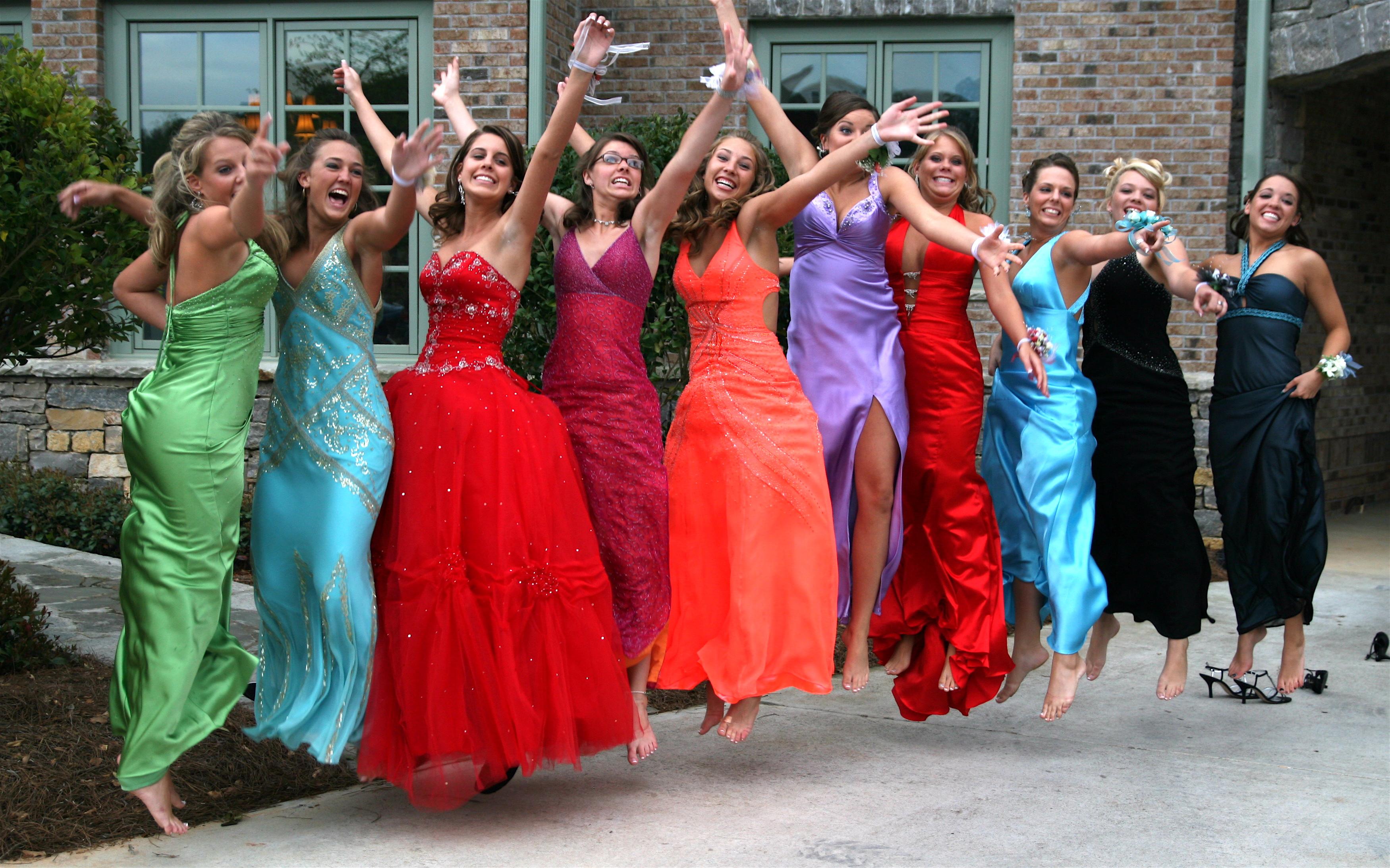 Rochiile fara bretele, interzise la balul de absolvire al unui liceu din New Jersey