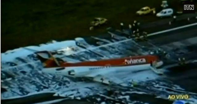 IMAGINI AMATOR. Momentul in care un avion din Brazilia aterizeaza fortat. VIDEO
