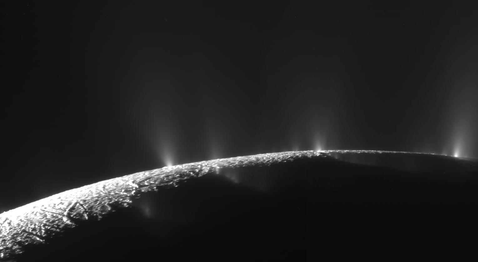 NASA a descoperit apa in stare lichida pe un satelit al planetei Saturn. Corpul ceresc ar putea gazdui forme de viata