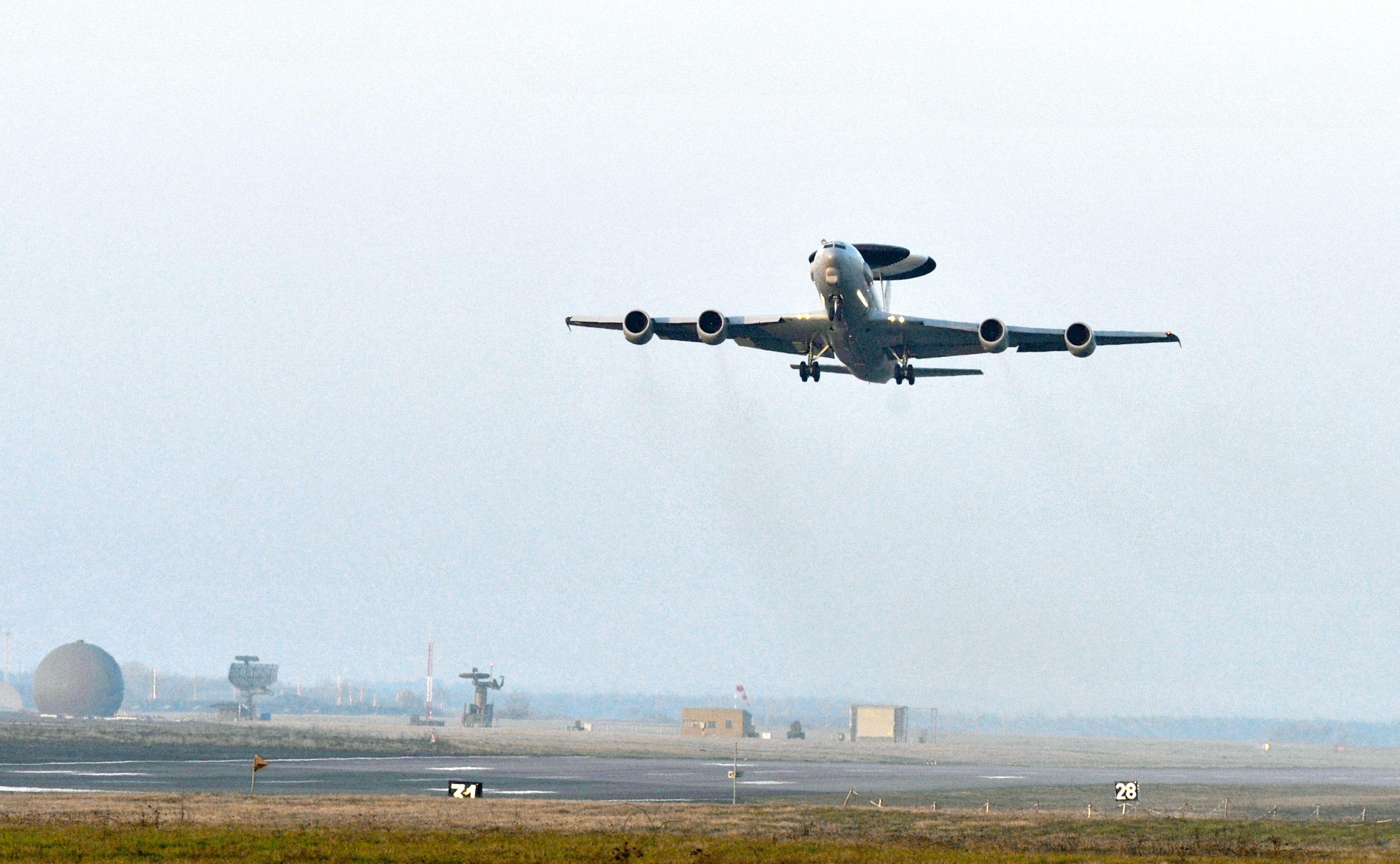 Ministrul Apararii: Avioane americane F-16 vor veni saptamana viitoare in Romania pentru exercitii
