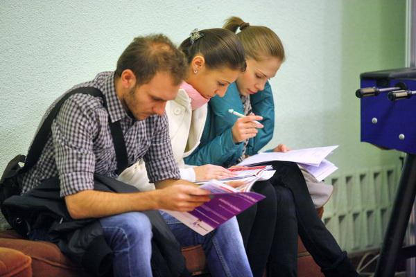 Statul va investi în tinerii care nu lucrează şi nu merg la şcoală peste 185 de milioane de euro
