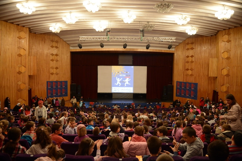 Astra Film Junior 2014 on Tour. Mii de elevi din Ardeal vor urmari, in saptamana Scoala Altfel, filme documentare