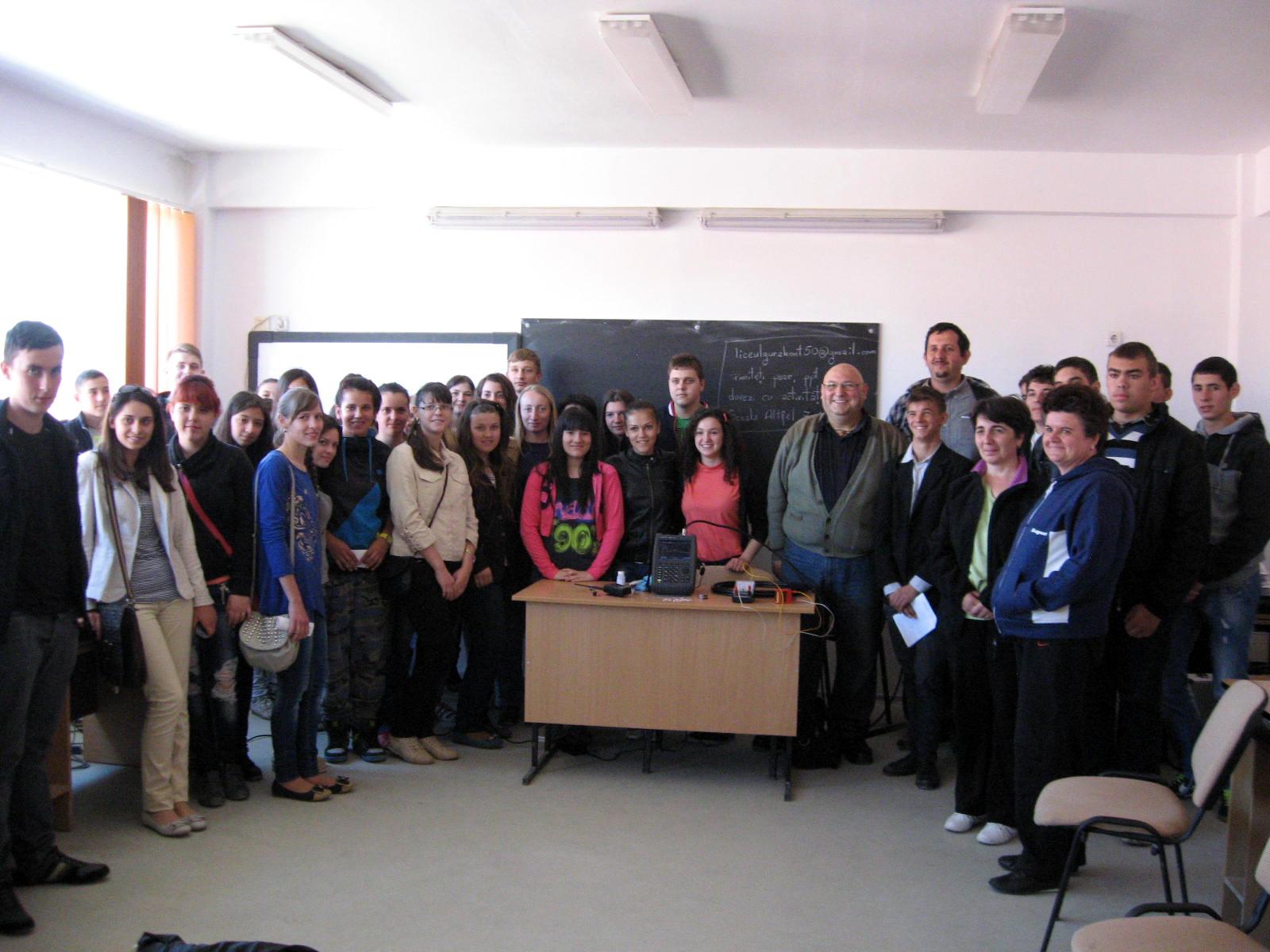 """""""O altfel de scoala"""" cu ANCOM. Elevii unui liceu din judetul Arad au explorat lumea radiocomunicatiilor"""