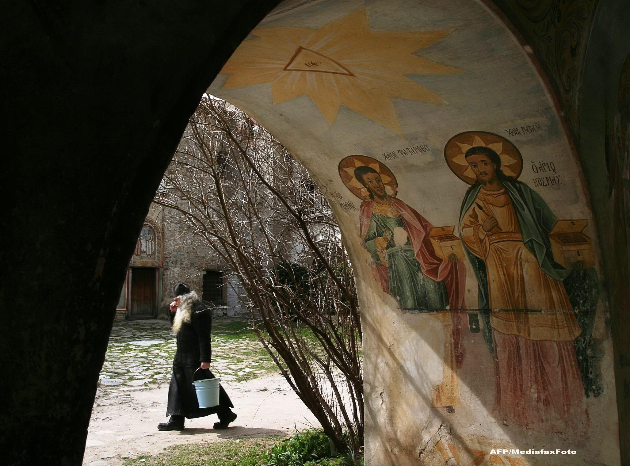 Salvatorii imbracati in negru. LECTIA DE VIATA a unor calugari italieni, data unei comunitati din Maramures