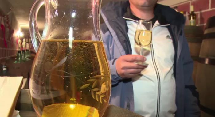 Micii producatori de vin din Romania se asteapta la vanzari cu 80% mai mari de Paste.
