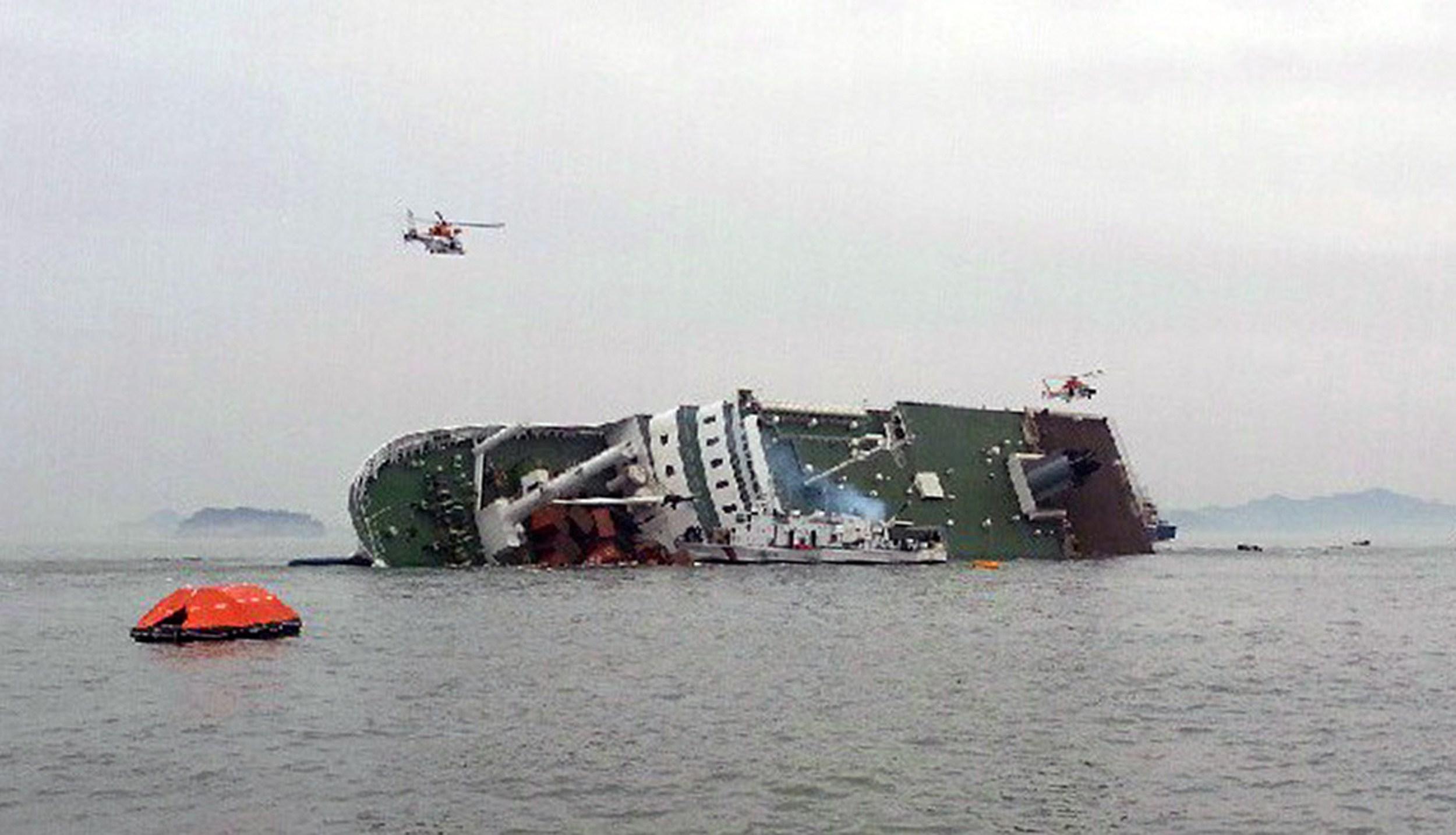Patru membri ai echipajului feribotului sud-coreean care a naufragiat, acuzati de omor din culpa. Risca pedeapsa cu moartea