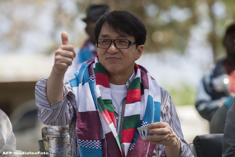 Pretentiile lui Jackie Chan pentru 9 ore in Romania: 6 garzi de corp si acelasi apartament in care a stat Madonna