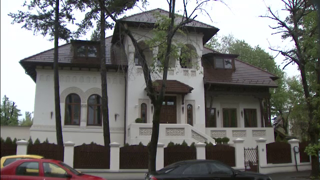 Sechestru pe trei case ale lui Dumitru Dragomir.