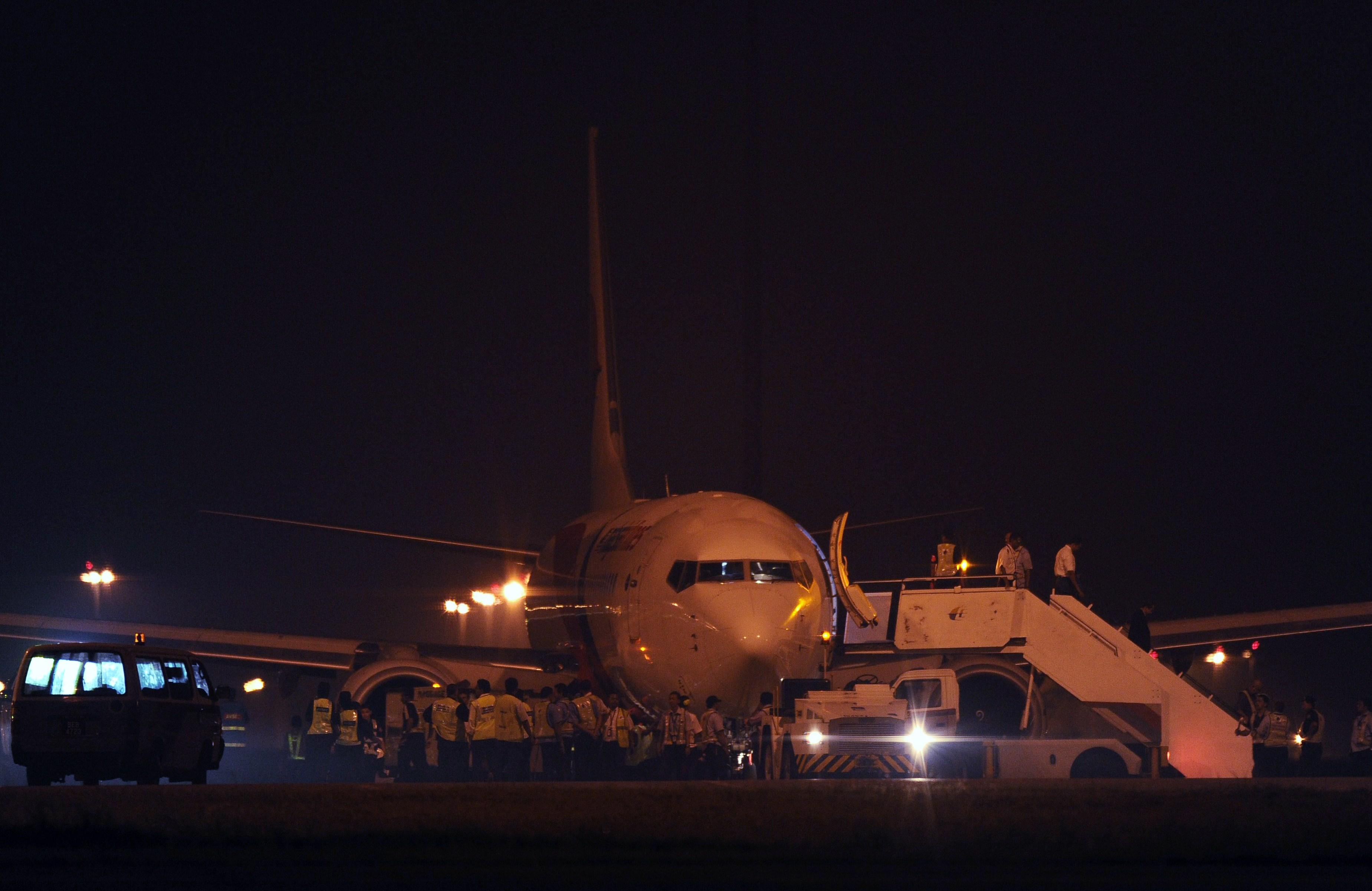 Malaysia Airlines, aproape de o noua tragedie. Un avion cu 166 de oameni a aterizat de urgenta din cauza unei defectiuni