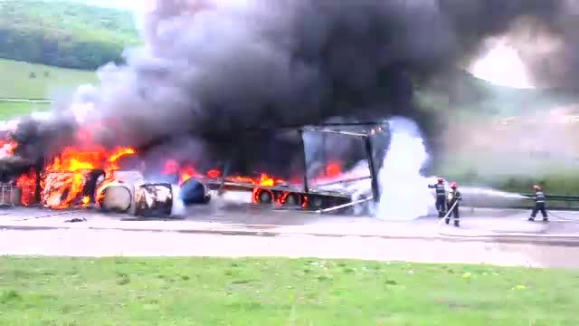 Accident dramatic in Cluj. Doi soferi de TIR au murit carbonizati, in urma unei ciocniri rupta din filmele de actiune