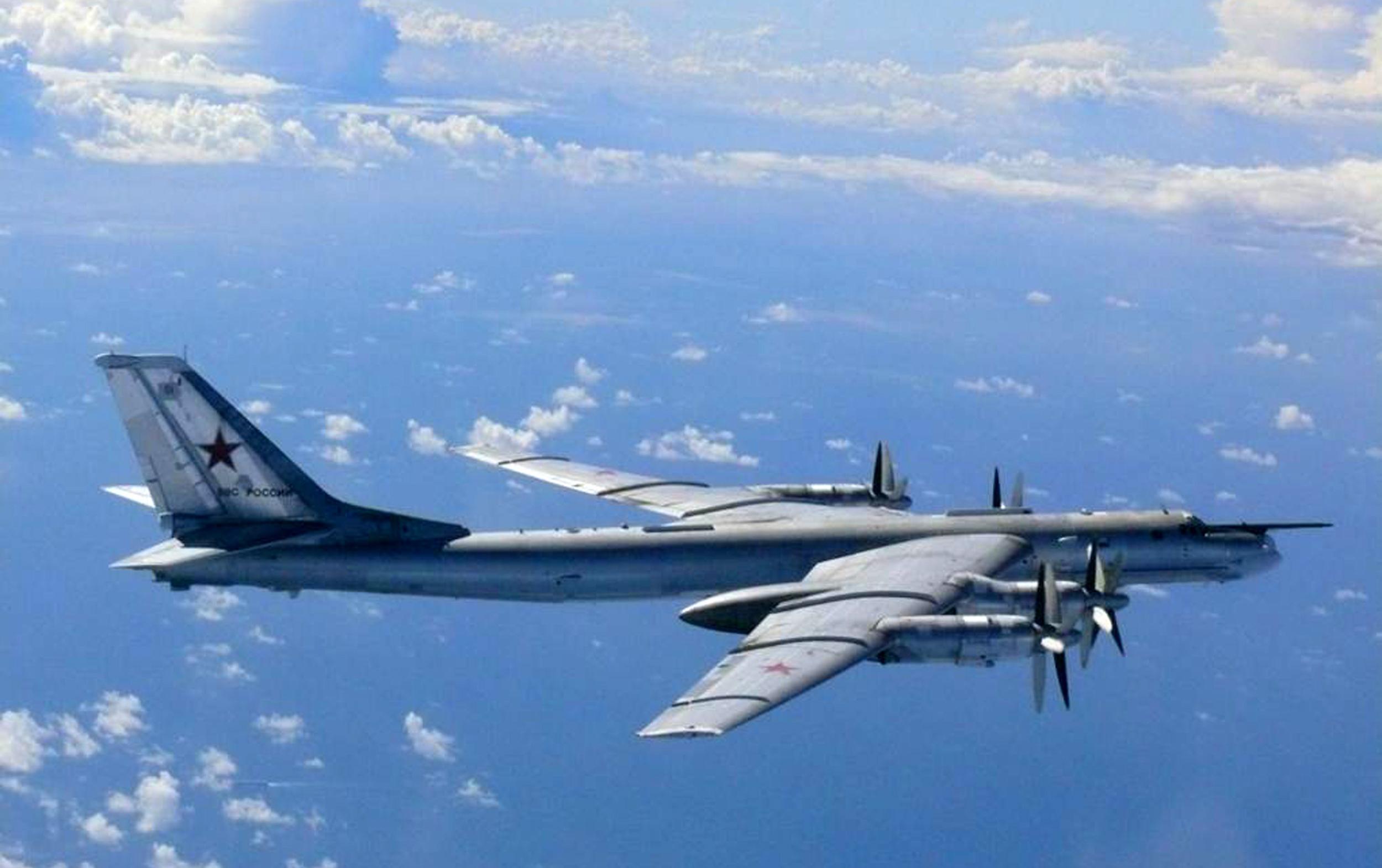 Trei tari din NATO au trimis avioane F-16 pentru a escorta doua bombardiere rusesti ce au intrat in spatiul aerian olandez