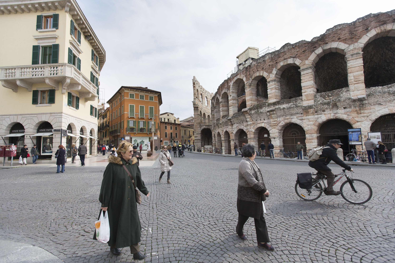 Orasul din Italia in care poti lua 500 de euro amenda daca dai o apa unui cersetor. Decizia a fost imediat aspru criticata