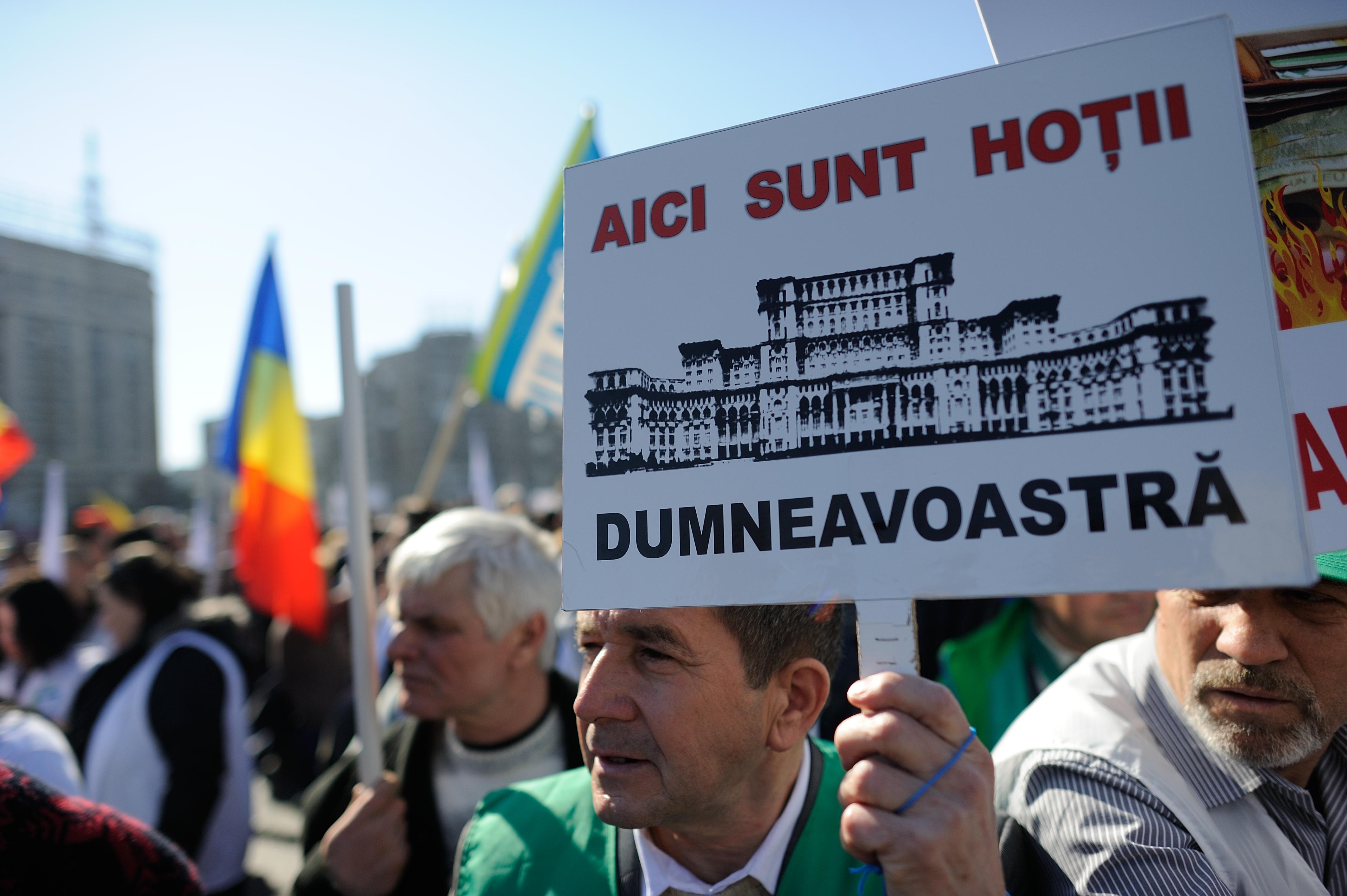 Guvern: 200.000 de semnaturi din petitia PMP nu pot fi identificate. Udrea ameninta cu plangere penala impotriva lui Ponta