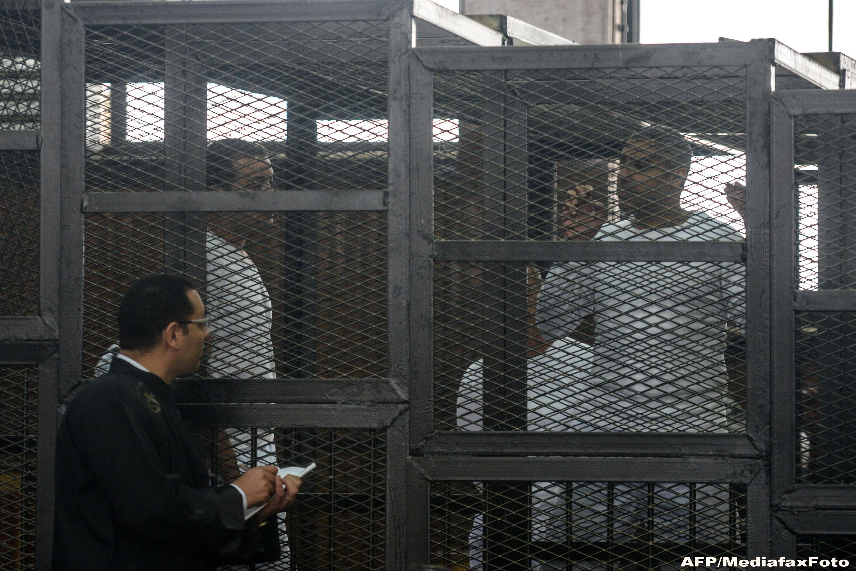 Au fost condamnati la moarte simultan. 683 de sustinatori ai Fratiei Musulmanilor, in frunte cu liderul lor, vor muri