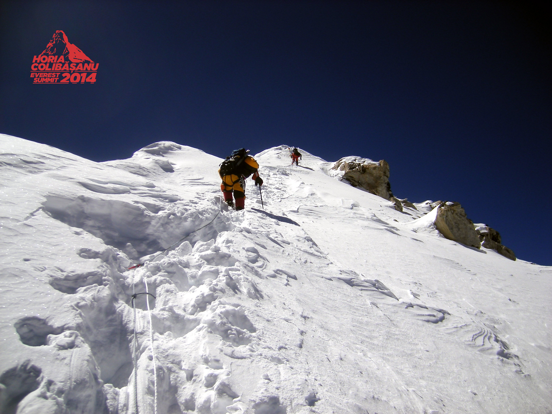 Vantul puternic ii creeaza probleme lui Horia Colibasanu, in drumul spre Varful Everest. Ce i s-a intamplat alpinistului